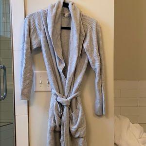 Euc barefoot dreams robe